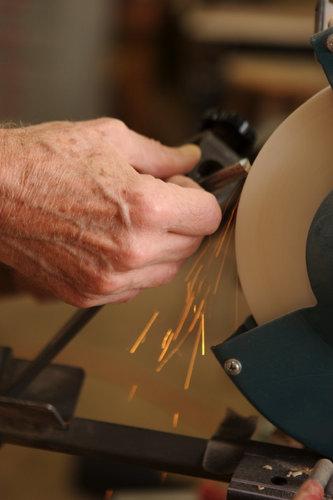 sharpening a gouge